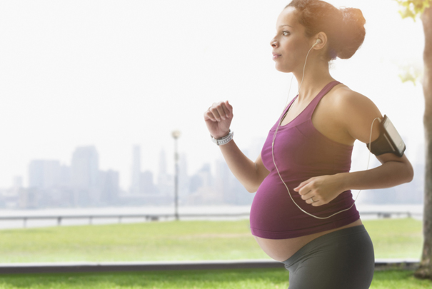 grávida praticando atividade física